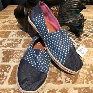Toms NWT size  8,5